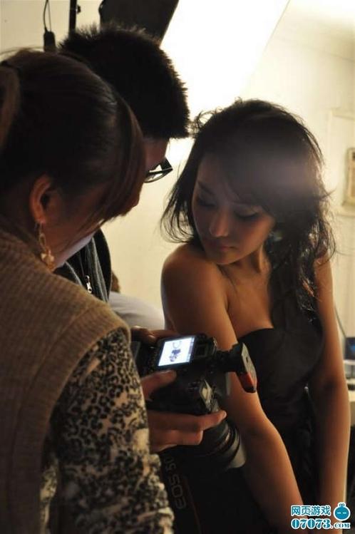 张馨予/2009年张馨予签了自己的经纪公司,星光像只大鸟一样把她包围,...