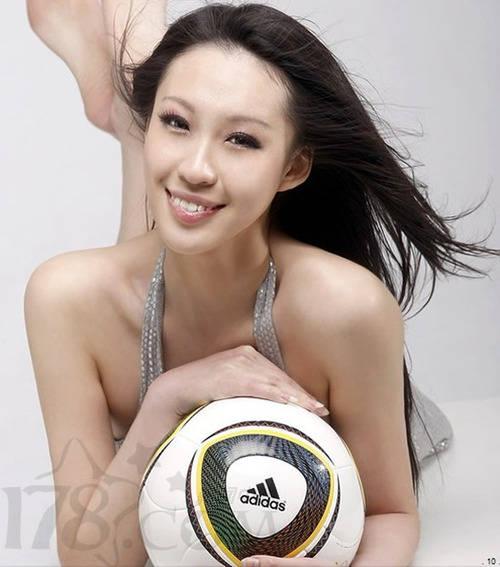 薛萌否认并非校内第一美女 曾拍女体三国 游戏